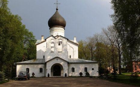 Гдов входит в топ-5 самых малых городов России, популярных у туристов.